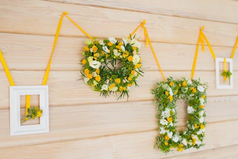 Ramo de la boda en marco imágenes de archivo libres de regalías