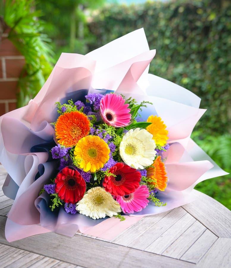 Ramo de las flores de la margarita del Gerbera imagen de archivo libre de regalías