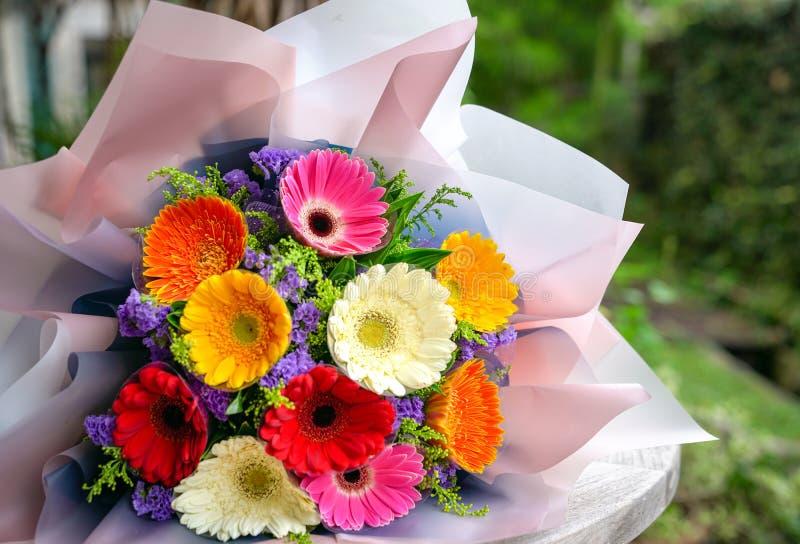 Ramo de las flores de la margarita del Gerbera imagen de archivo