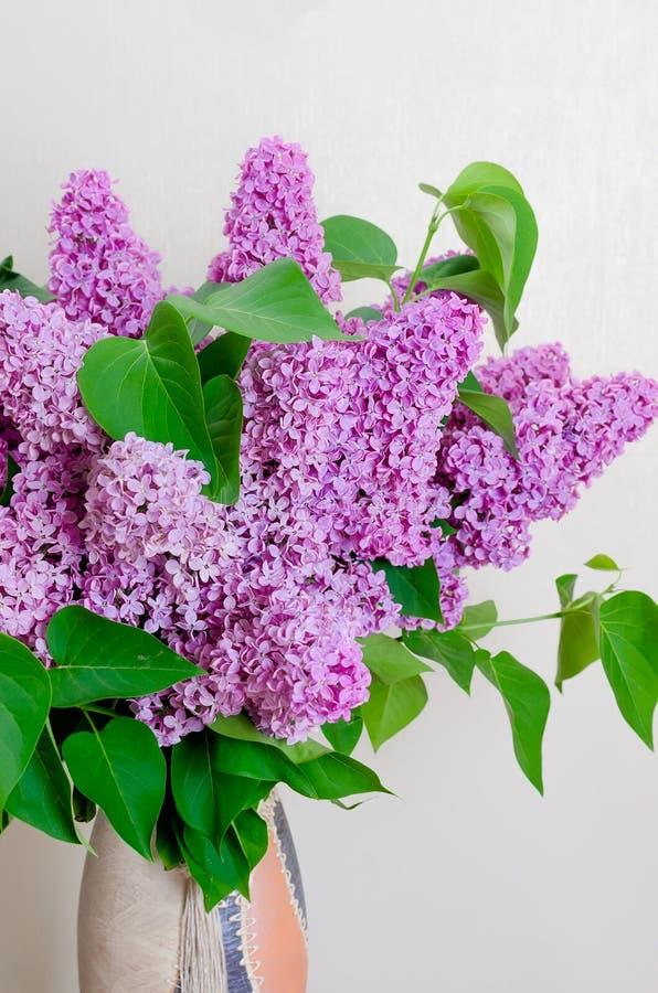 Ramo de lila en un florero fotografía de archivo