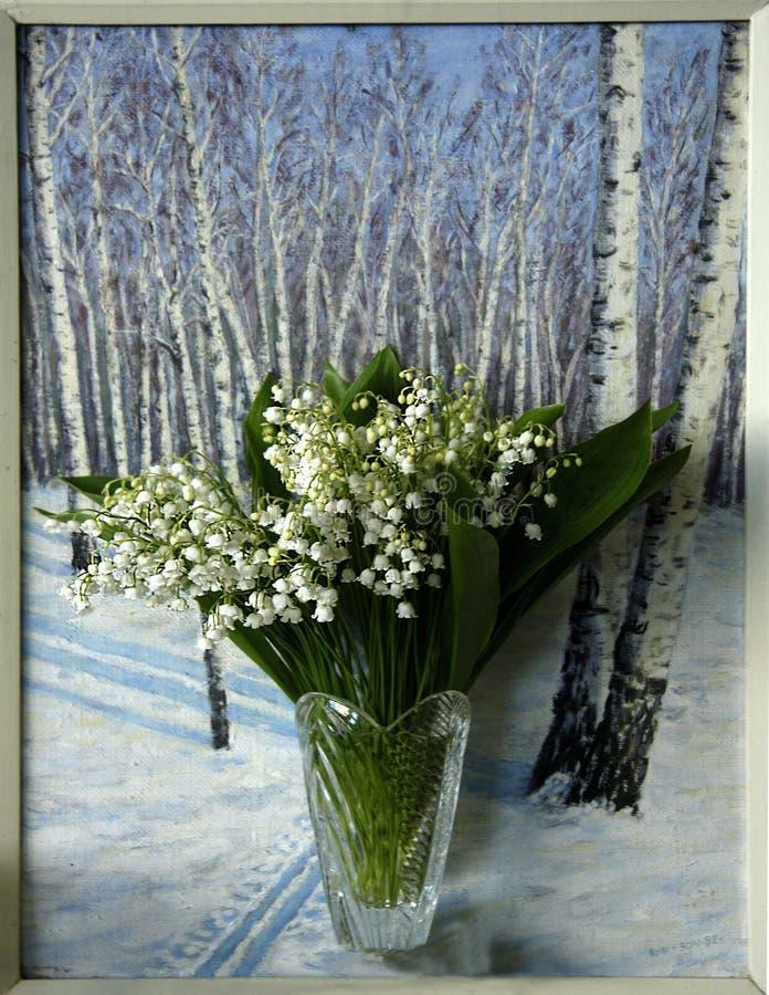 Ramo de lirio de los valles fragante en un florero cristalino foto de archivo libre de regalías