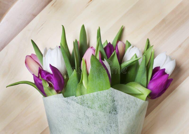 Ramo de los tulipanes imágenes de archivo libres de regalías