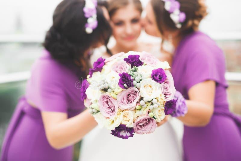 Ramo de lujo maravilloso de la boda de diversas flores imágenes de archivo libres de regalías