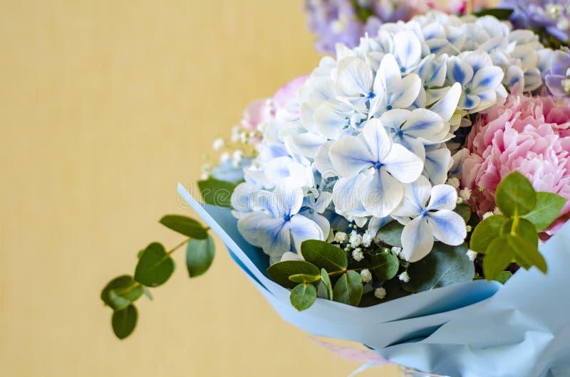 Ramo de primer de las flores Peonías, hortensia foto de archivo