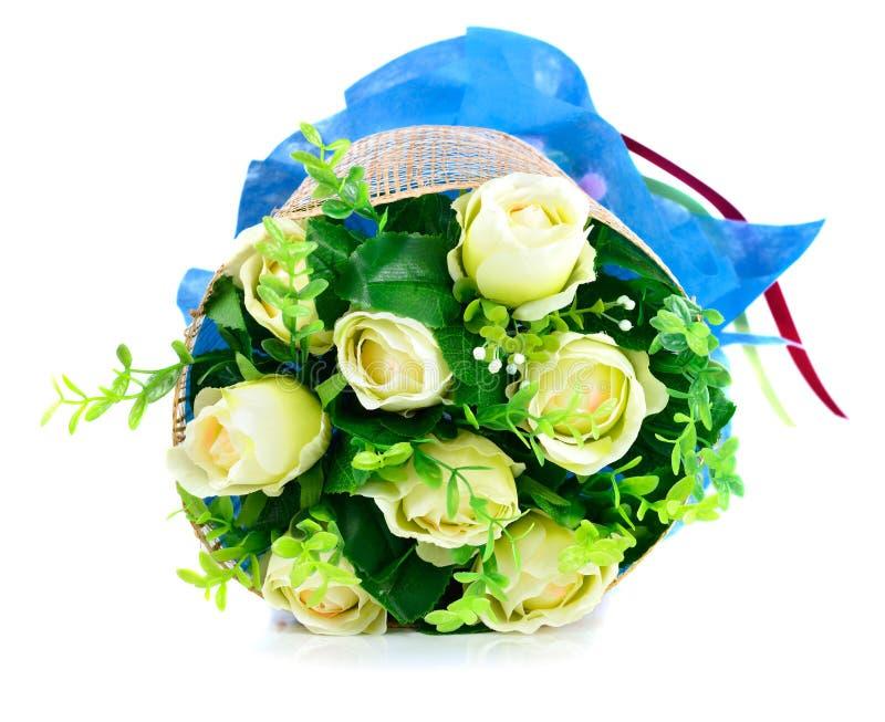 Ramo de rosas aisladas en el fondo blanco fotografía de archivo