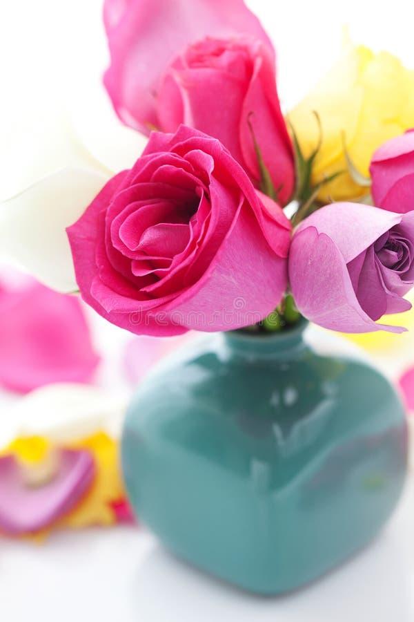 Ramo de rosas coloridas fotos de archivo libres de regalías