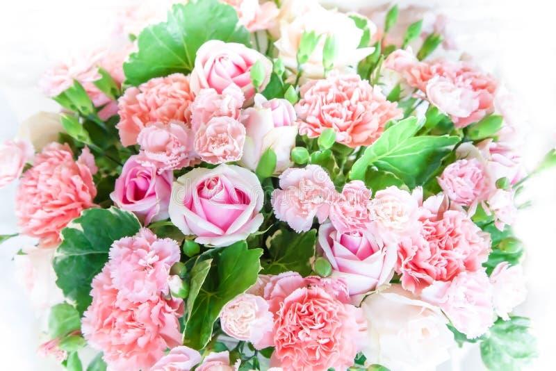 Ramo de rosas en color en colores pastel dulce flor borrosa foco suave para el fondo Concepto de la tarjeta del d?a de San Valent fotografía de archivo