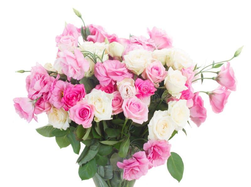 Ramo de rosas frescas imagen de archivo