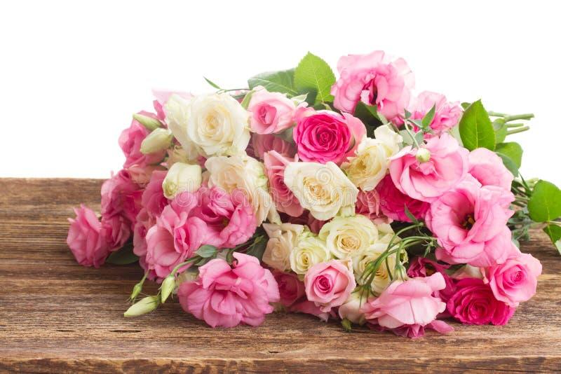 Ramo de rosas frescas fotografía de archivo libre de regalías