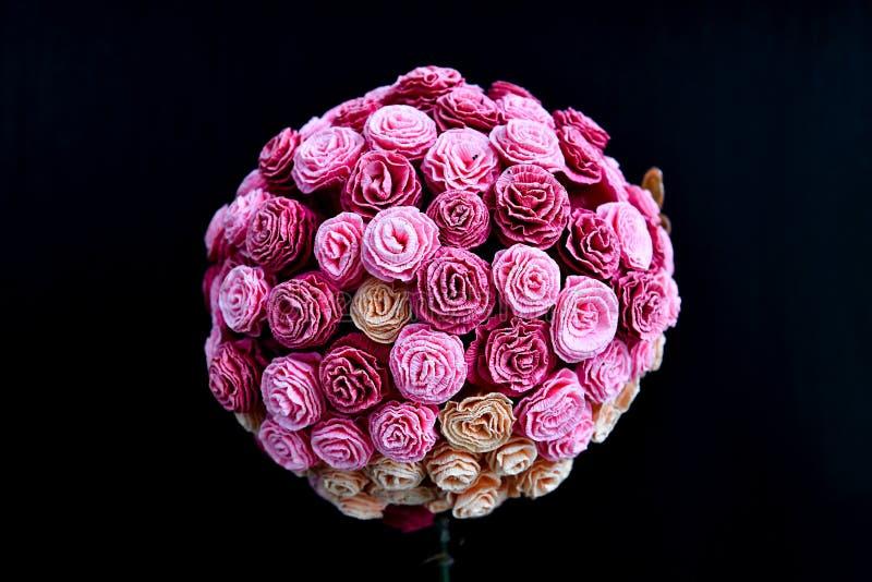 Ramo de rosas hechas del papel, boda de la decoración foto de archivo libre de regalías