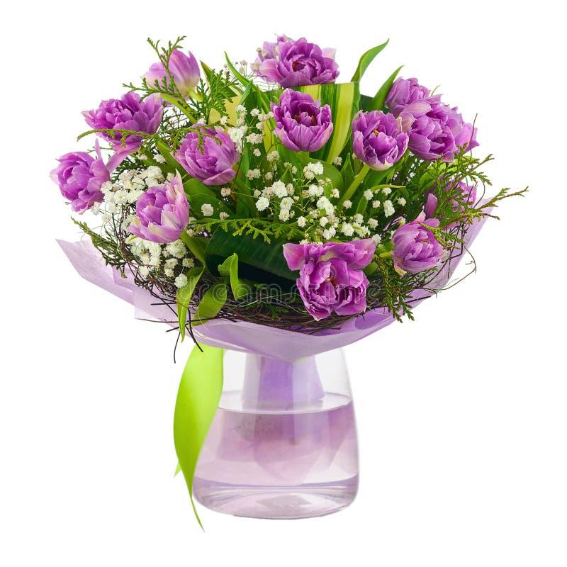 Ramo de tulipanes de la lila y de otras flores foto de archivo