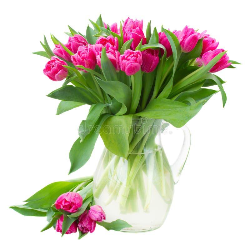 Ramo de tulipanes rosados dobles en florero imagen de archivo