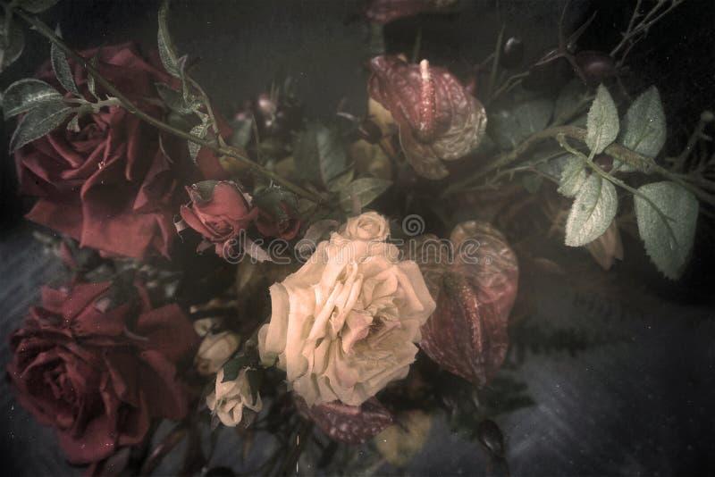 Ramo del vintage de rosas de la tela y de otras flores imagenes de archivo