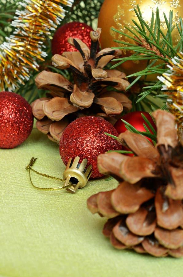 Ramo dell 39 albero di natale con le decorazioni immagine - Le decorazioni di natale ...