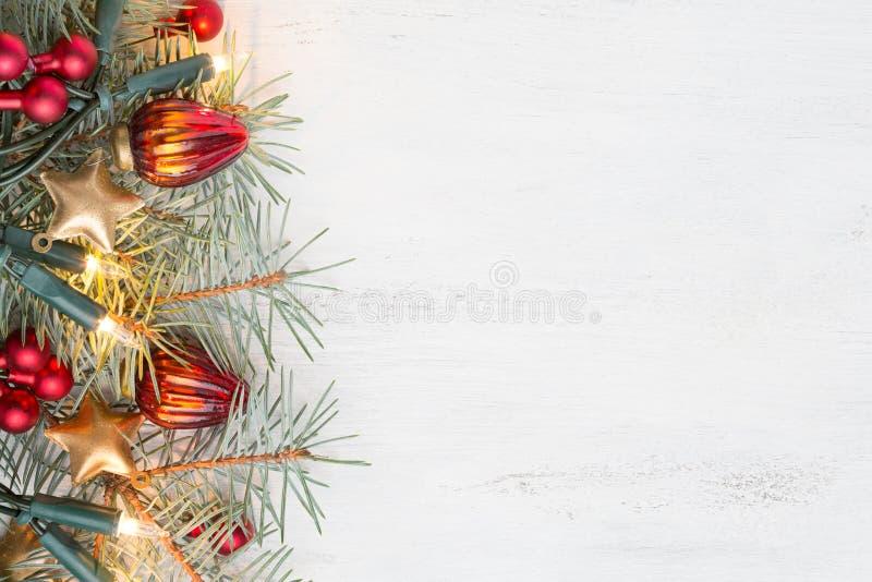 Ramo do abeto com as decorações do Natal no fundo gasto de madeira velho com espaço da cópia para o texto imagem de stock royalty free