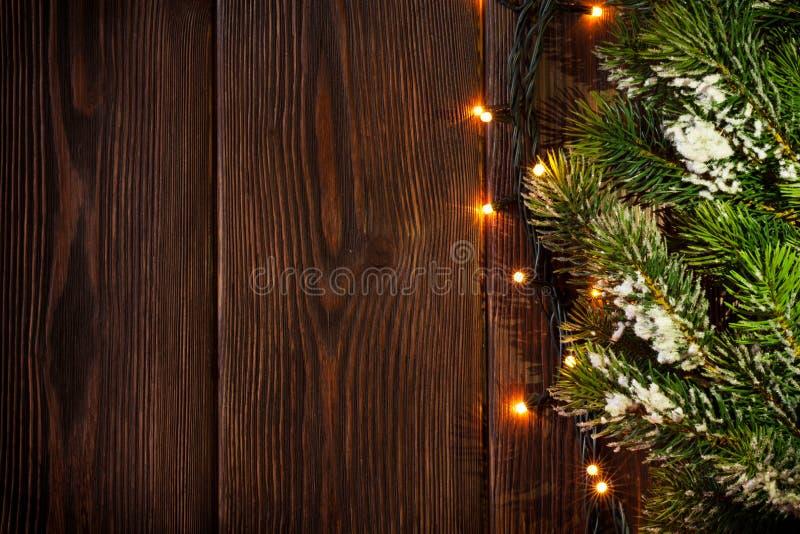 Ramo e luzes de árvore do Natal imagem de stock royalty free