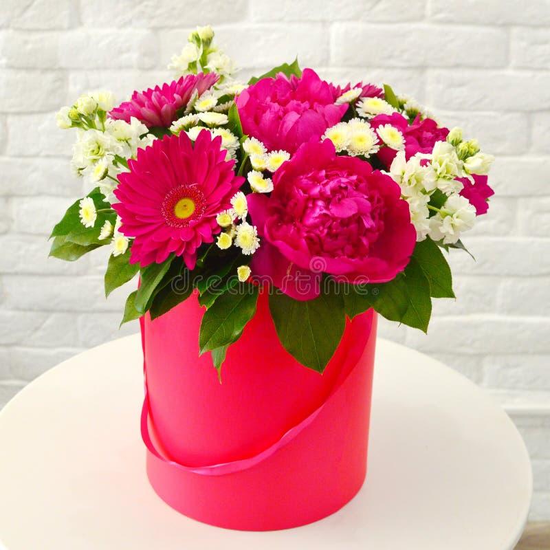 Ramo elegante hermoso de flores con las peonías fotografía de archivo libre de regalías