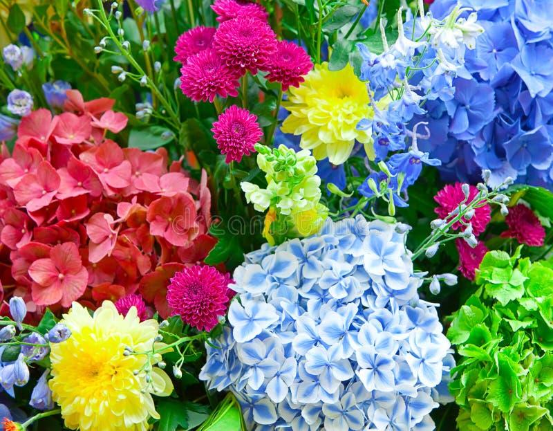 Ramo hecho de diversas flores imagen de archivo