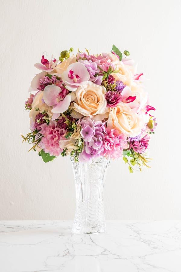 Ramo hermoso de flores imagenes de archivo