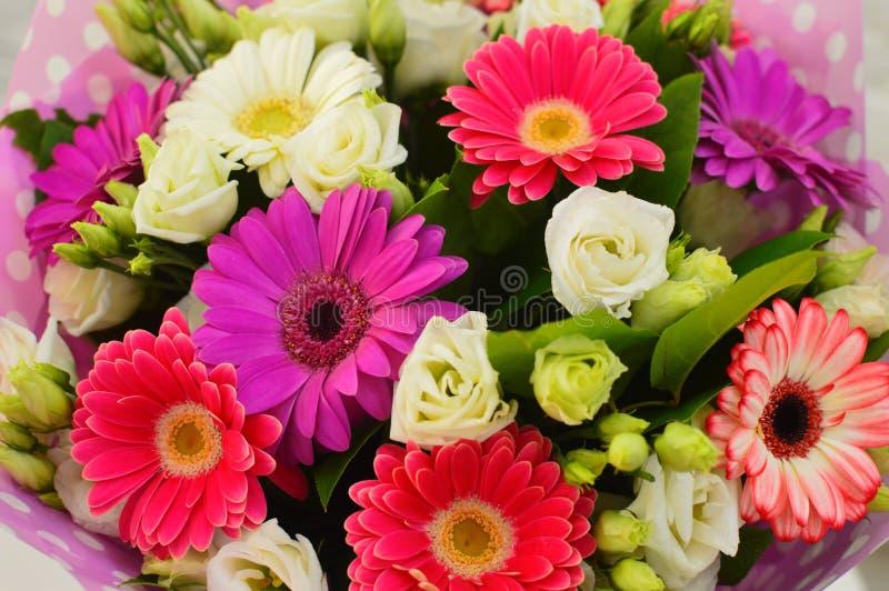 Ramo hermoso de flores coloridas fotografía de archivo libre de regalías