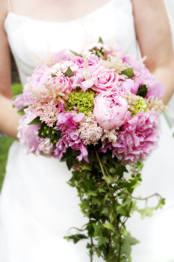 Ramo nupcial de flores imagenes de archivo