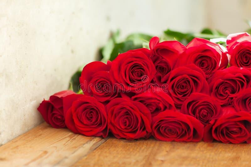 Ramo rojo de las rosas Flores fotos de archivo