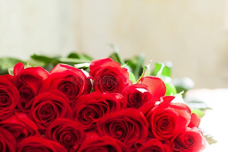 Ramo rojo de las rosas Flores fotografía de archivo