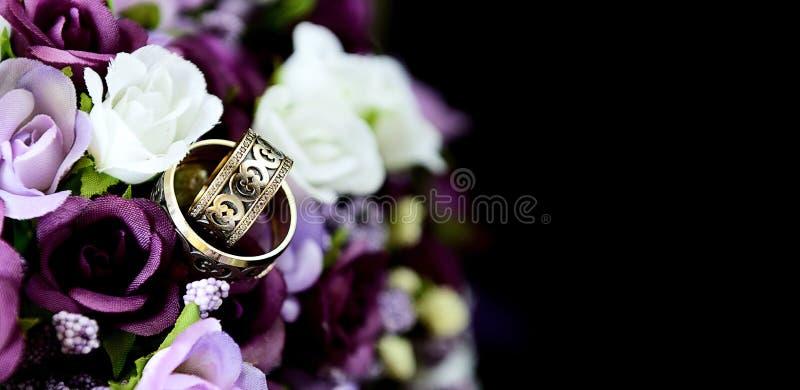 Ramo y anillo de la boda foto de archivo