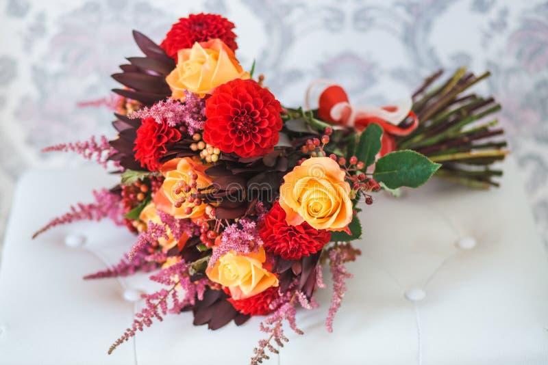Ramo y anillos de la boda imagen de archivo libre de regalías