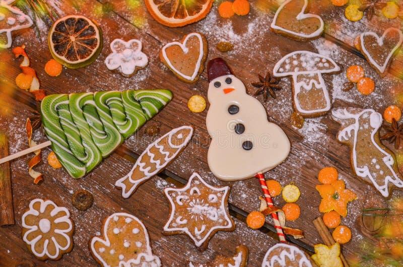 Ramos de árvore do abeto e decorações do feriado do xmas imagens de stock