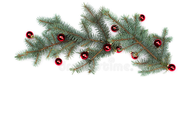 Ramos isolados do abeto com as bolas da árvore de Natal fotos de stock royalty free
