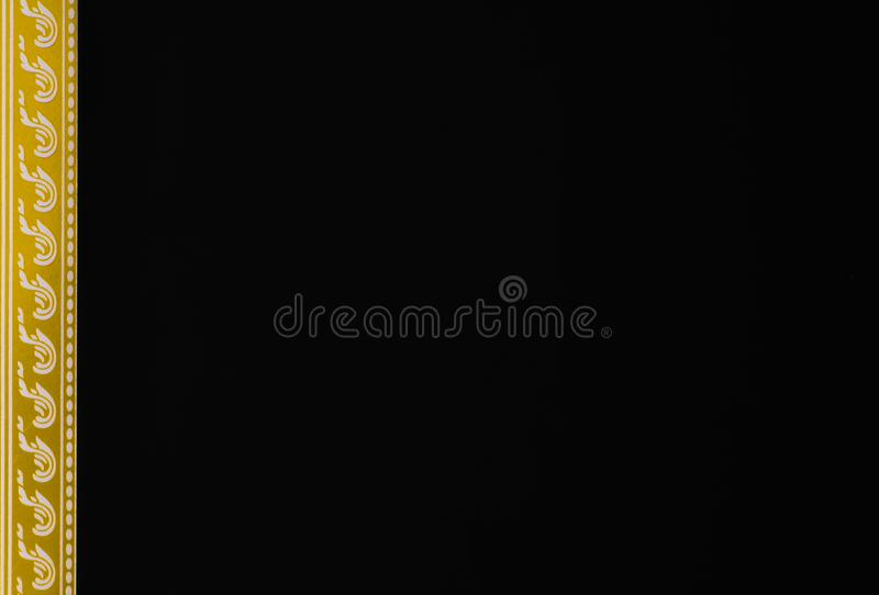 Ramowy złoty kreskowy czarny tło używać jako wallpeper karty certyfikat fotografia stock