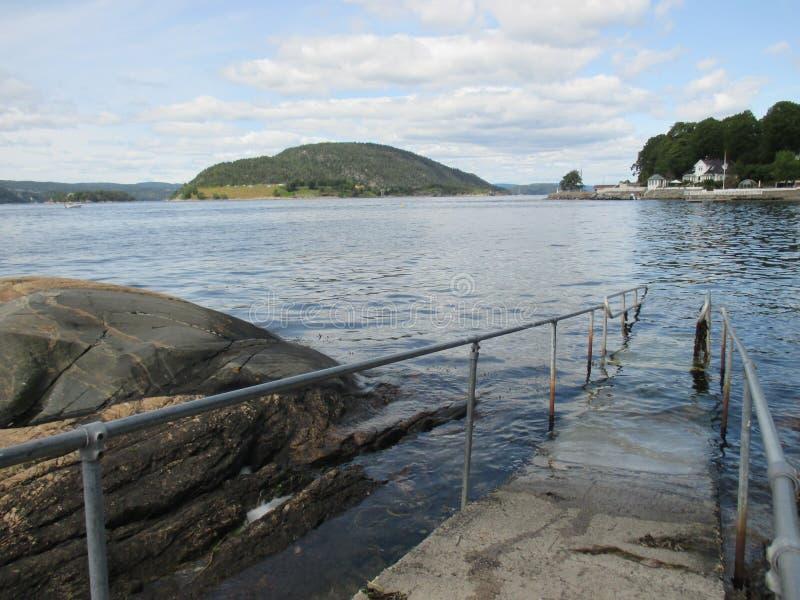 Ramp en el Oslofjord de la costa de Drøbak, Noruega fotos de archivo libres de regalías
