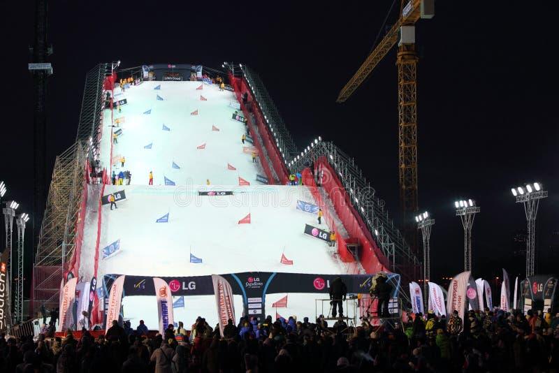 Rampa artificial en el mundial de la snowboard imagenes de archivo