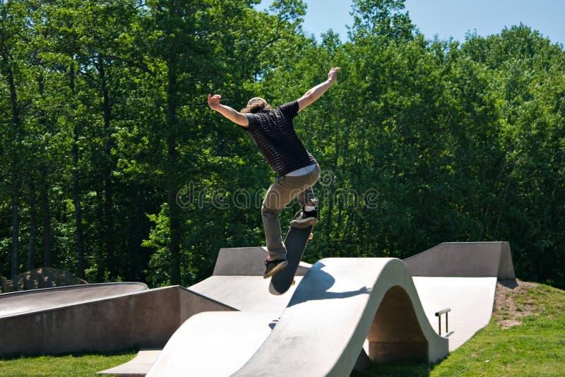 Rampa de salto do patim do skater foto de stock