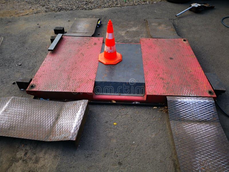 Rampa para las máquinas de elevación al servicio de la vulcanización imagenes de archivo