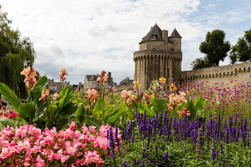 Rampart och trädgård i Vannes, Brittany, Frankrike arkivfoto