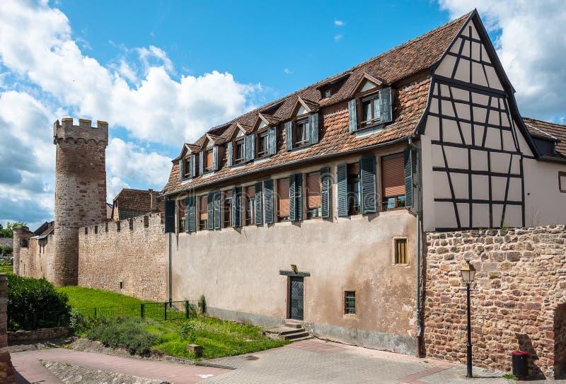 Ramparts w Obernai grodzkim centrum, Alsace wina trasa, Francja fotografia royalty free