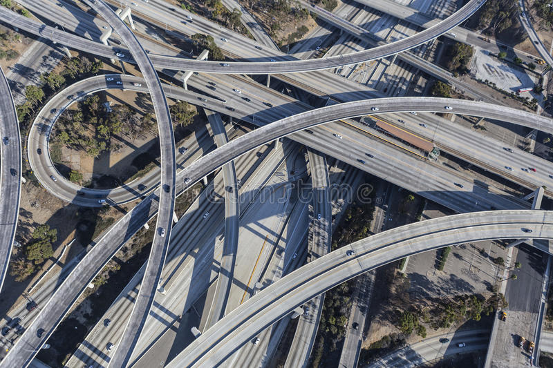 Rampas del intercambio de la autopista sin peaje de Los Ángeles 110 y 105 aéreas fotos de archivo libres de regalías