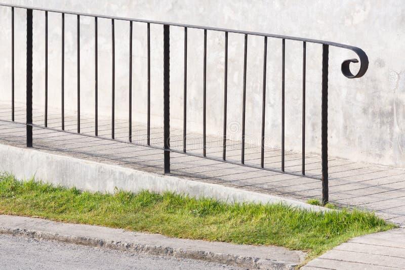 Rampe avec la balustrade en acier photo libre de droits