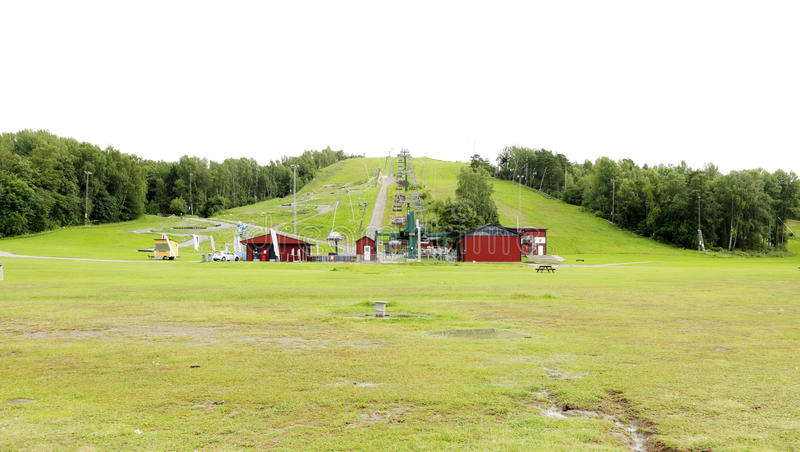 Rampe de ski de Flottsbro exposée pendant le mois de l'été photos stock