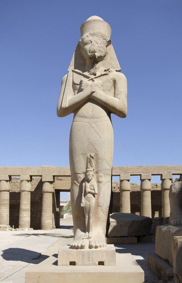 Ramses II in Bezirk von Amun-Re lizenzfreie stockfotos