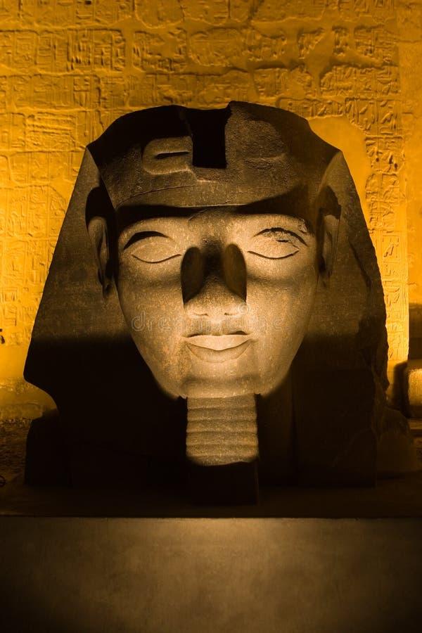 Ramses II em Night_Luxor foto de stock royalty free