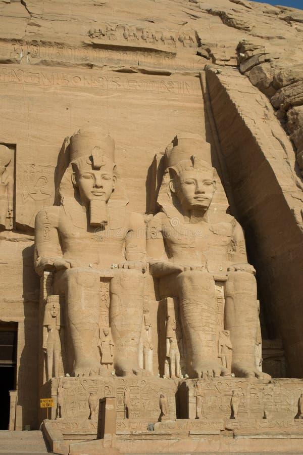 Ramses II statyer arkivfoto