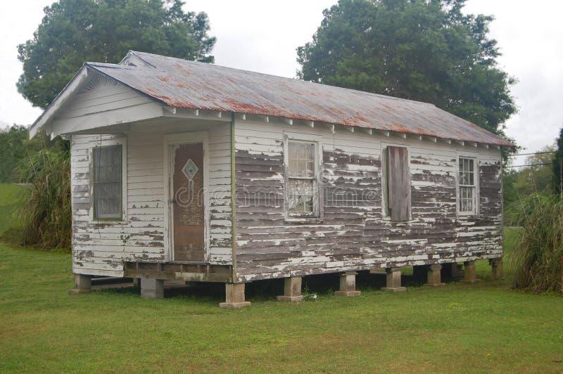 Ramshackled猎枪房子在Thibodaux,路易斯安那 免版税库存照片