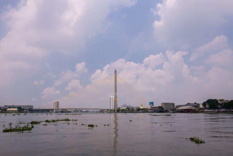 Ramy VIII most nad Chao Phra Ya rzeką w Bangkok, Tajlandia fotografia stock