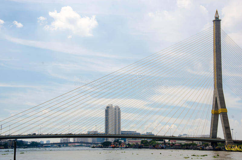 Ramy VIII most nad Chao Praya rzeką w Bangkok, zdjęcia royalty free