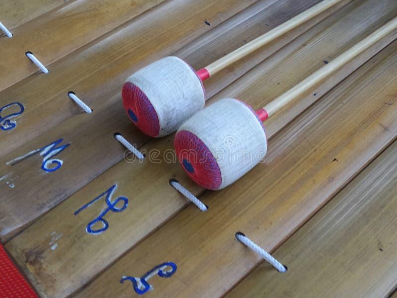Ranat eller xylofon med thailändsk konsonanttangent arkivbilder