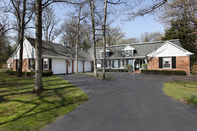 Ranch Living With Three Car Garage: Ranch Home With Three Car Garage Stock Photo