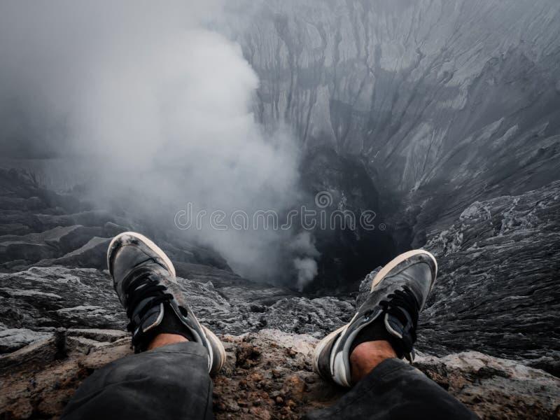 Rand eines Vulkankraters lizenzfreies stockbild